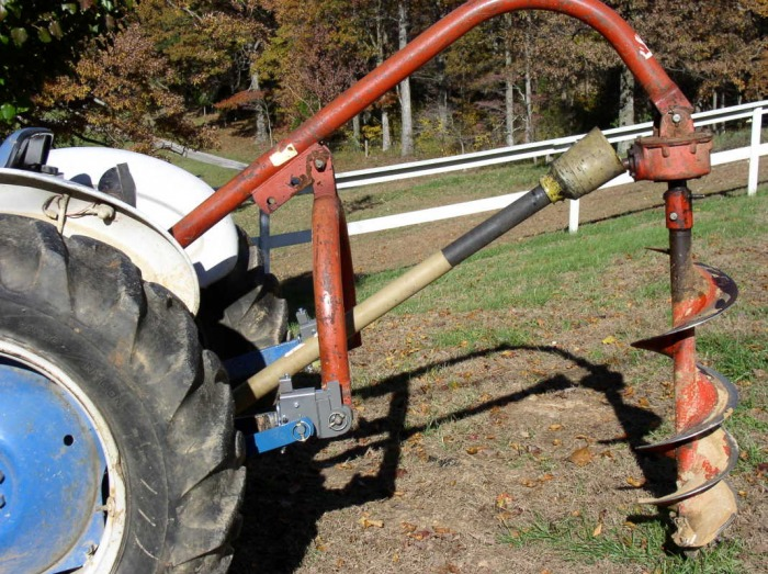 Three point tractor hook up